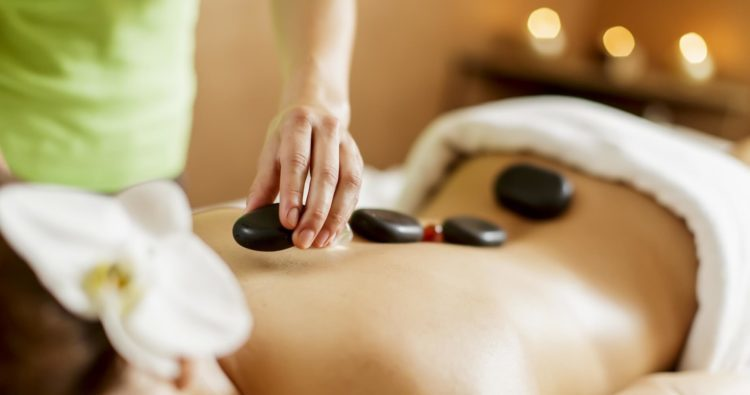 Trong khi massage cho nữ